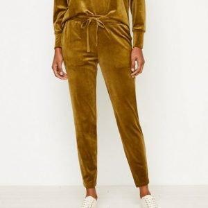 Lou-Grey-Velour-Sweatpants.jpg