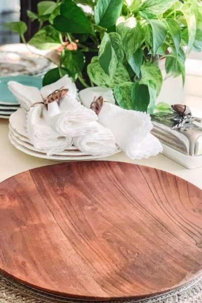 Easy Fall Tablescape Wood Chargers.jpg