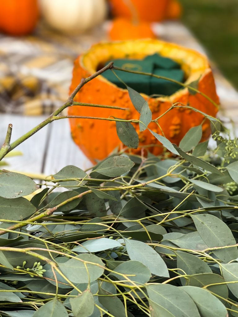 Outdoor Fall Table Setting - Floral Arrangement 3A.JPG