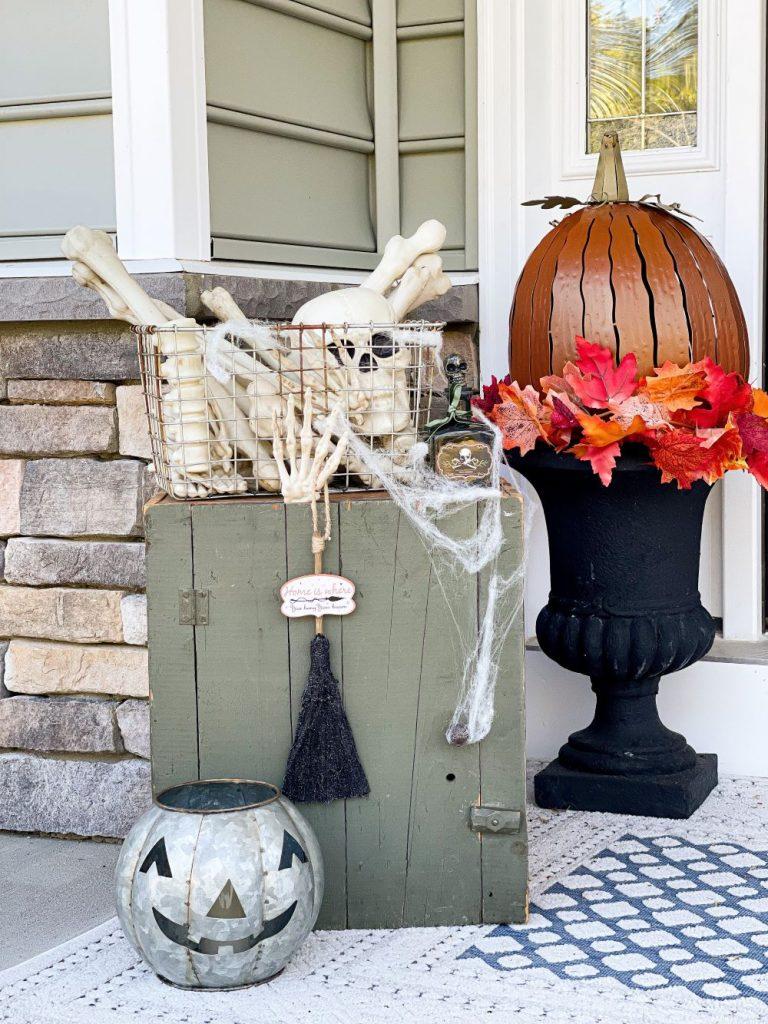 Outdoor Halloween Decorations Ideas 1.jpg